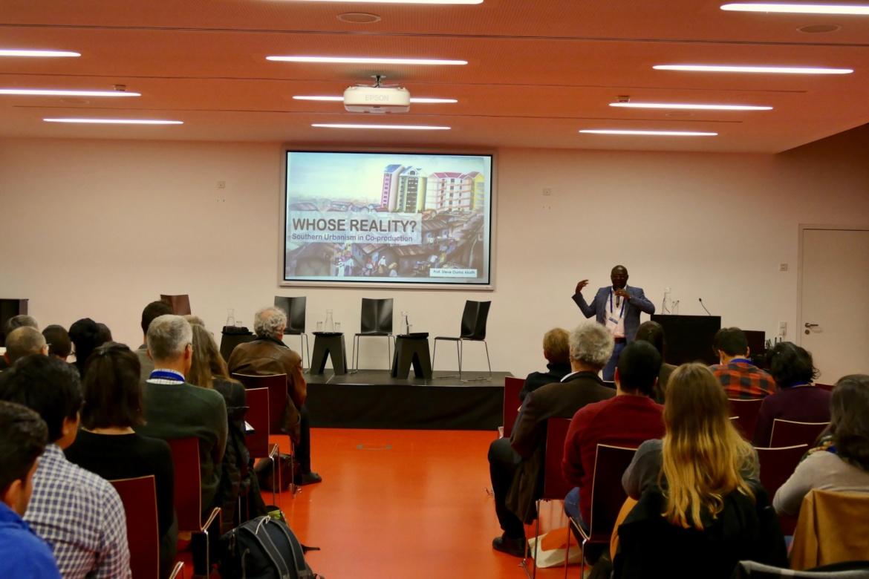 Steve Ouma Akoth bei seinem Vortrag (c)